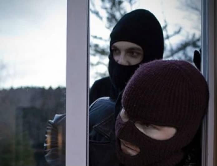 10 σημάδια ότι κλέφτες παρακολουθούν το σπίτι σας! Το τρίτο είναι μόνο για «επαγγελματίες»!