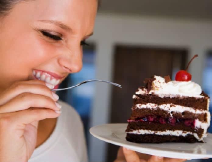 Κορυφαίο tip! Κάθε φορά που θες γλυκό, φάε αυτό και θα «πέσει» στα μισά η ζυγαριά σου!