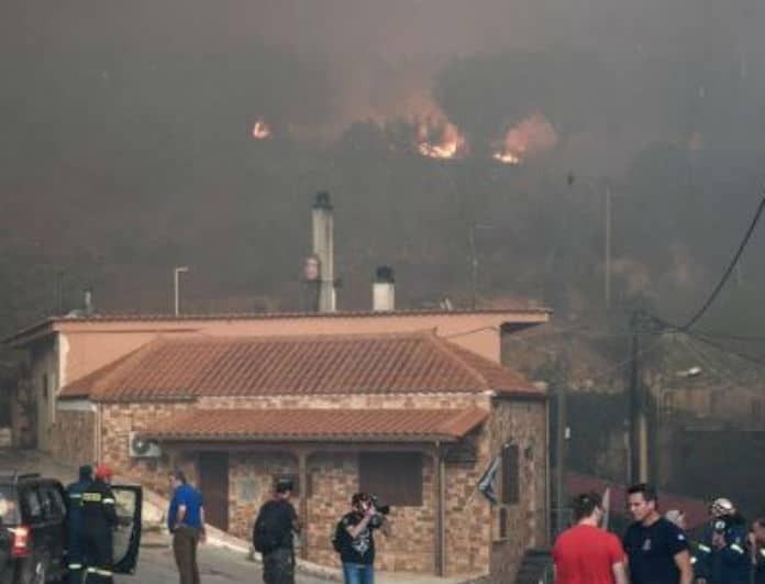 Φωτιά Εύβοια: Εκκενώθηκε και τέταρτο χωριό - Τραυματίστηκε ένας Πυροσβέστης!