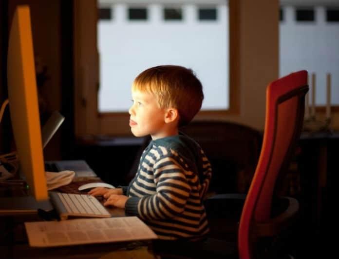 «Ο γιος μου ενδιαφέρεται μόνο για το διαδίκτυο... τι να κάνω;» - Ο ειδικός σου απαντά!