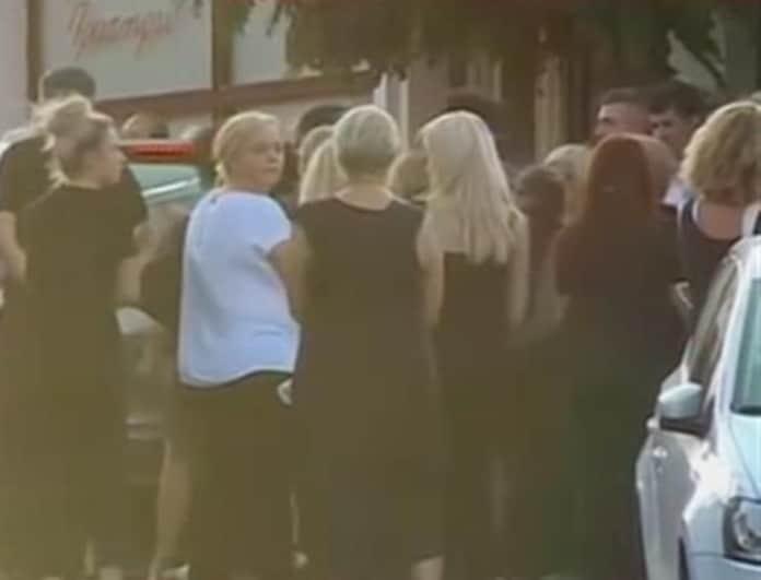 Συγκλονιστικές στιγμές στην κηδεία γιαγιάς και εγγονού στο Αίγιο! «Γιαννάκη μου υποφέρω...» (Βίντεο)