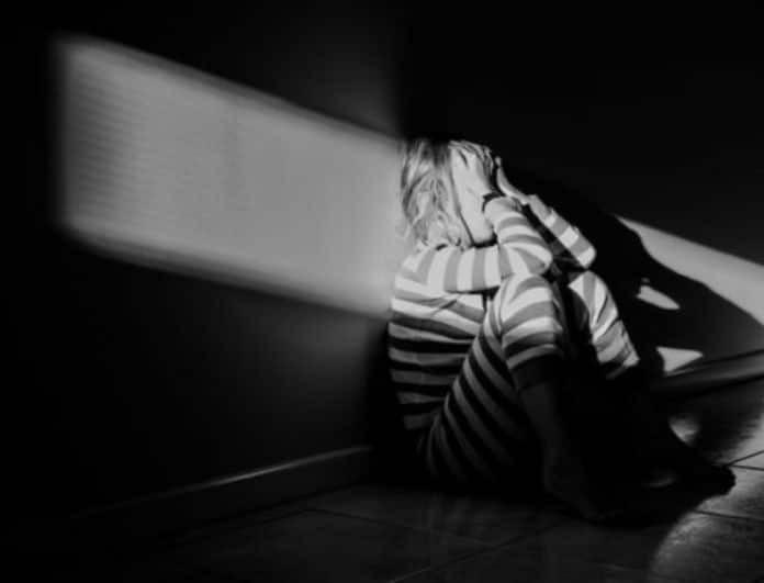 Φρίκη! Γονείς κρατούσαν φυλακισμένη την κόρη τους για 10 χρόνια!