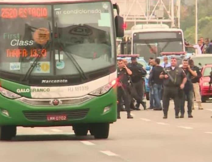 Ραγδαίες εξελίξεις με τον άντρα που κρατούσε ομήρους επιβάτες λεωφορείου!