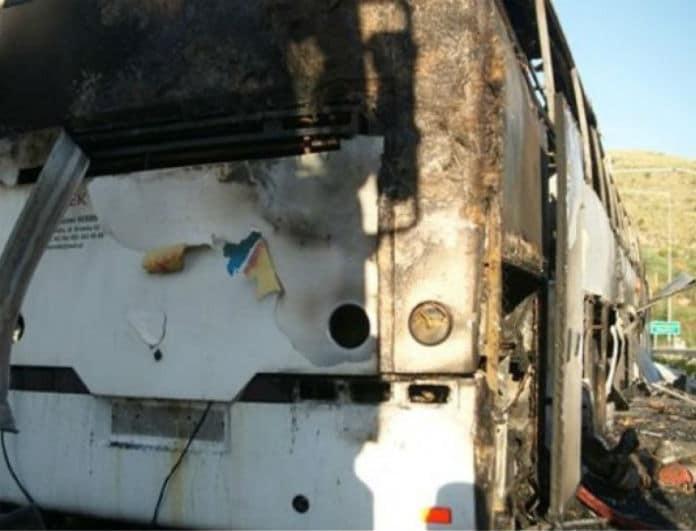 Σοκ στην Θεσσαλονίκη! Τυλίχθηκε στις φλόγες τουριστικό λεωφορείο!