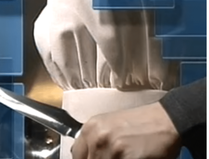 Σοκ! Εργοδότες έβγαλαν μαχαίρι σε μαγείρισσα επειδή... (Βίντεο)