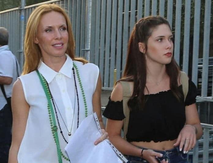 Εβελίνα Παπούλια: Τον σύντροφο της κόρης της τον έχετε δει; Είναι κούκλος!