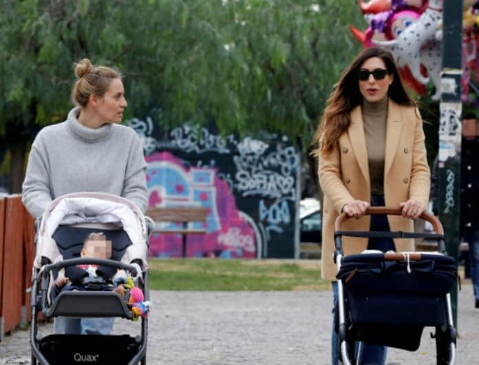 Ελεονώρα Μελέτη - Φλορίντα Πετρουτσέλι: Απογευματινή βόλτα με τις κόρες τους!
