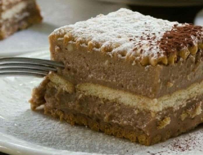 Εύκολη σοκολατίνα με μερέντα και μπισκότα!