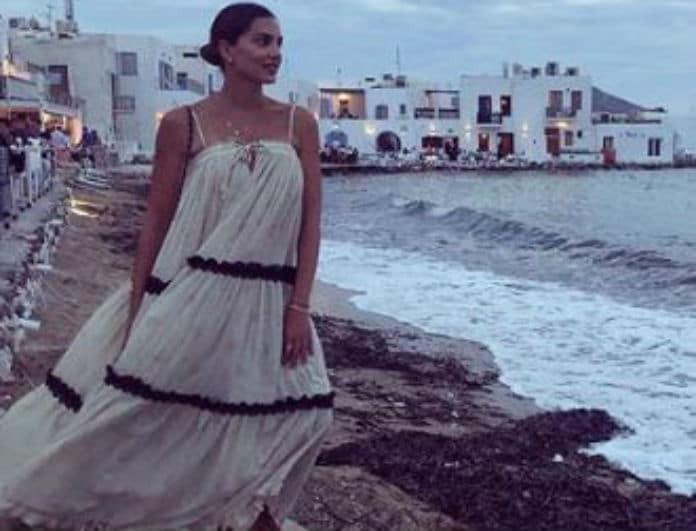 Σταματίνα Τσιμτσιλή: Λατρέψαμε το κίτρινο ολόσωμο μαγιό που φόρεσε στην παραλία!