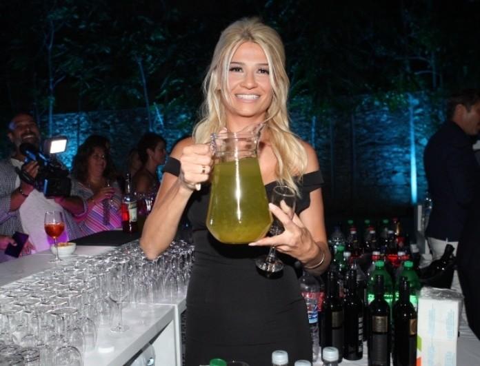 Φαίη Σκορδά: Μαζί με τον Νίκο Χατζηνικολάου γέμιζαν τα ποτήρια με ποτά! (Βίντεο)