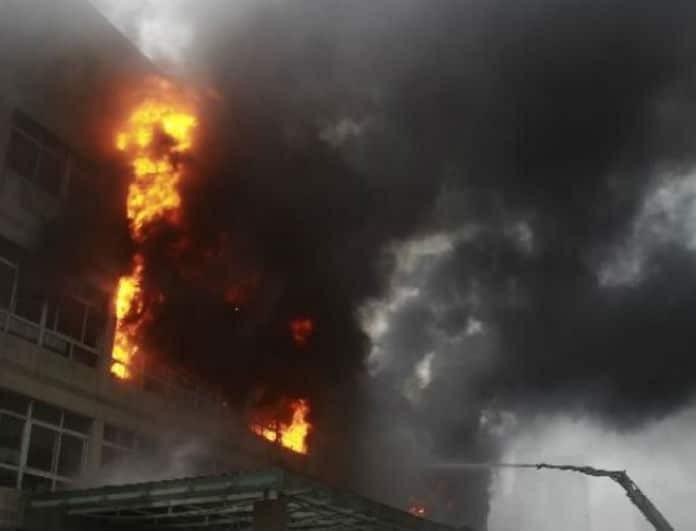 Ασύλληπτη τραγωδία: 19 νεκροί από φωτιά σε εργοστάσιο!