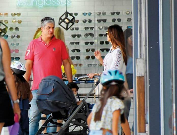 Σταματίνα Τσιμτσιλή: Με την οικογένειά της για ψώνια! Φόρεσε