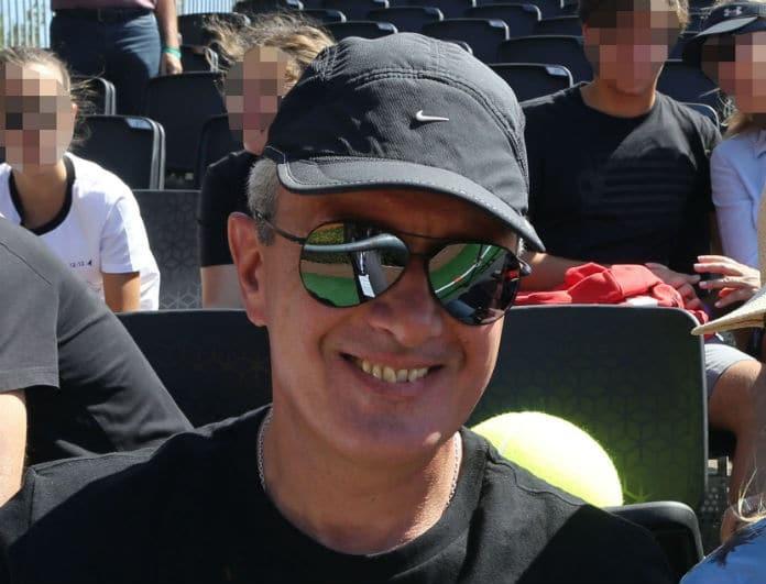 Νίκος Χατζηνικολάου: Ο σκληρός της δημοσιογραφίας με t-shirt και την γυναίκα του αγκαλιά!