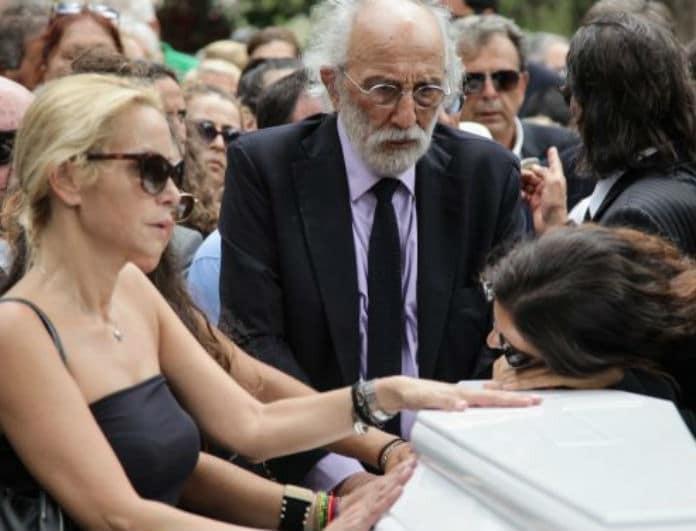 Ζωή Λάσκαρη: Η κίνηση στην κηδεία που έμεινε κρυφή μέχρι σήμερα! Ποιος της έριξε χώμα και γιατί;