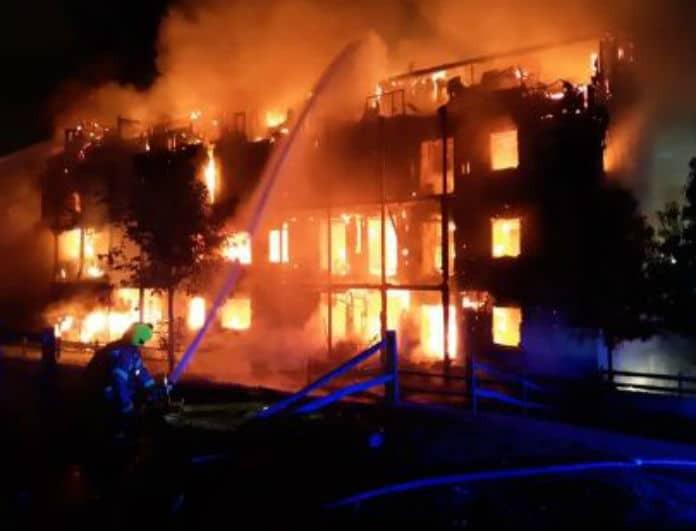 Συναγερμός στο Λονδίνο! Ισχυρή έκρηξη και φωτιά σε κτίριο!