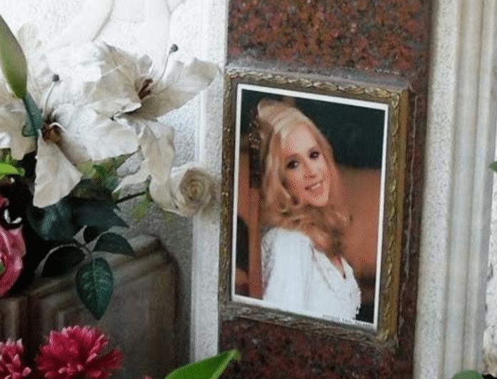 Αλίκη Βουγιουκλάκη: Ανατριχιαστικό ντοκουμέντο! Τι γράφτηκε με κόκκινα γράμματα στον τάφο της;