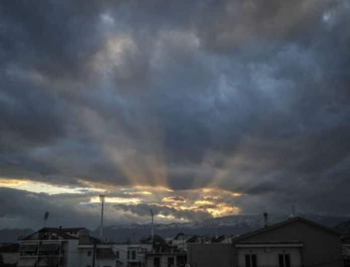 Καιρός σήμερα: Η θερμοκρασία ανεβαίνει αλλά οι βροχές συνεχίζονται! Που θα