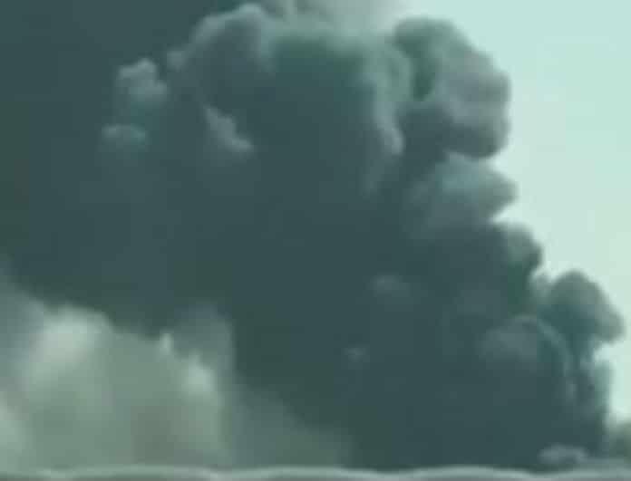 Φωτιά σε σιδηροδρομικό σταθμό! Ο καπνός έχει κρύψει τον ουρανό!