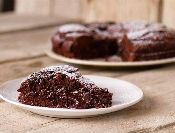 Γλυκό με ελάχιστες θερμίδες: Σοκολατόπιτα χωρίς βούτυρο και αυγά!