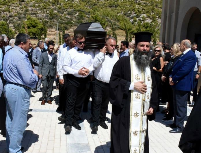 Κηδεία Δημήτρη Ρίζου: Φίλοι και συνεργάτες τον οδήγησαν στην τελευταία του κατοικία!