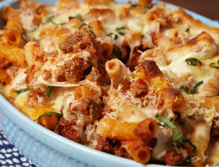 Κόλαση: Μακαρονάδα φούρνου με λιωμένα τυριά και κιμά...