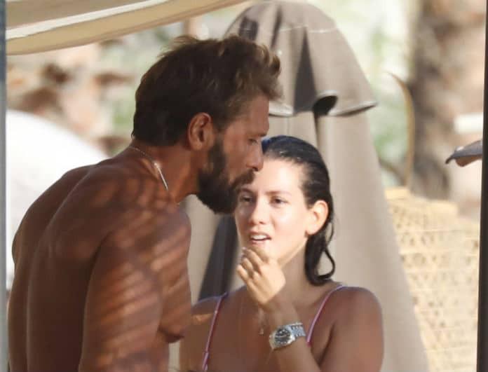 Γιάννης Μαρακάκης: Αναστάτωσε την παραλία η σύζυγός του με το καλλίγραμμο κορμί της! Φωτογραφίες ντοκουμέντο!