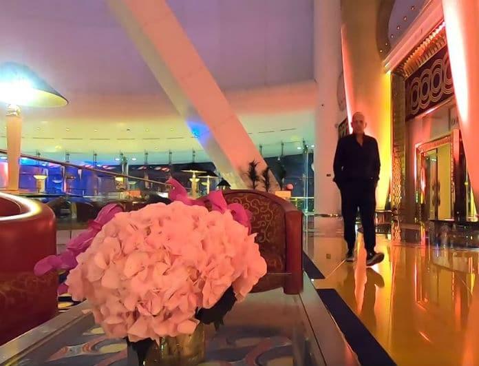 Ο Τάσος Δούσης στο ξενοδοχείο Μπούρτζ Αλ Αράμπ! Είναι το μόνο επτάστερο στον κόσμο...