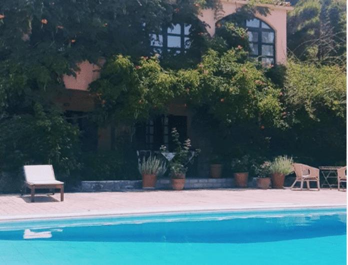 Μιμή Ντενίση: Αυτό είναι το εντυπωσιακό της σπίτι στον Θεολόγο! Η φοβερή πισίνα (Βίντεο)
