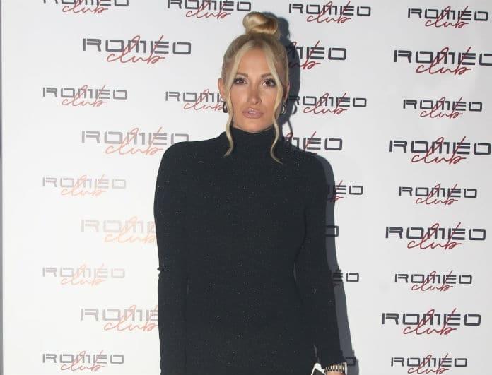 Ιωάννα Τούνη: «Μάγεψε» με την εμφάνισή της! Κοιτούσαν όλοι το μαύρο φόρεμα με την ανοιχτή πλάτη...