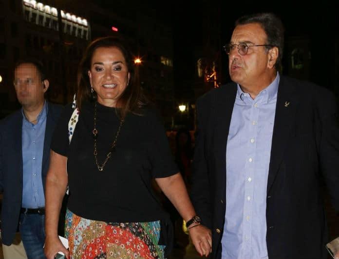 Ντόρα Μπακογιάννη: Σπάνια δημόσια εμφάνιση με τον σύζυγό της! Πιο λαμπερή από ποτέ...