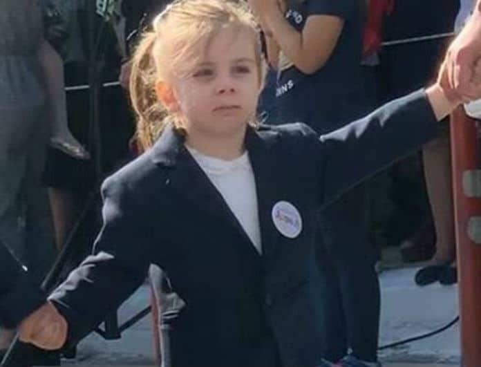 Το κοριτσάκι της φωτογραφίας είναι η κόρη αγαπημένου τραγουδιστή και είναι σκέτη γλύκα!