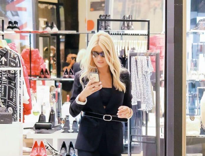 Φαίη Σκορδά: Για ψώνια στα καλύτερά της! Με γόβα στιλέτο την