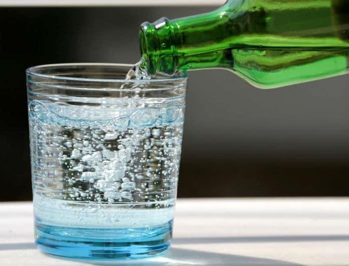 Οι 2+1 αλήθειες για το ανθρακούχο νερό που δεν σου λέτε οι διαιτολόγοι! Πόσο ακίνδυνο είναι τελικά;