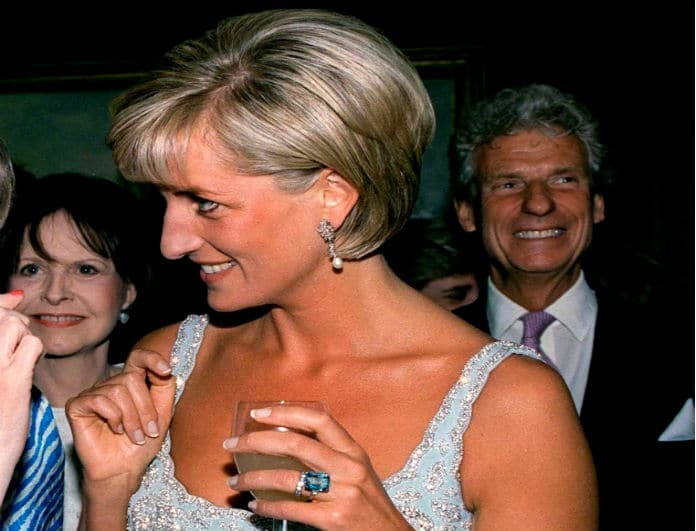 Δεν έχει τελειωμό ο Harry! Έδωσε κι άλλο κόσμημα της Diana στη Meghan!