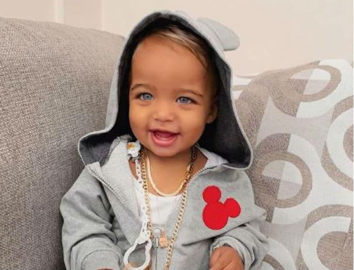Αυτό είναι το πιο διάσημο μωρό στην Ελλάδα! Είναι μοντέλο από κούνια και κάθε φωτογραφία του «πνίγεται» στα likes!