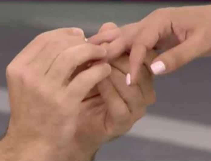 Καλό Μεσημεράκι: Έγινε πρόταση γάμου on air! Γονάτισε και...