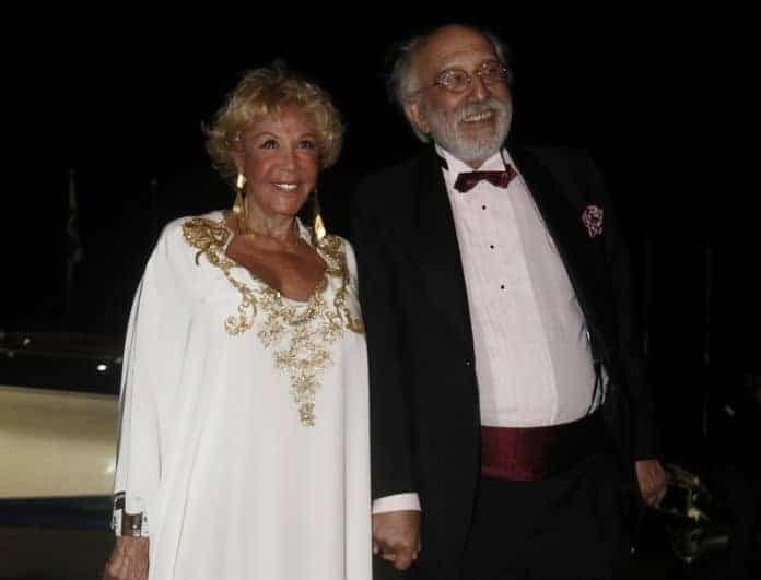 Ζωή Λάσκαρη: Αγνώριστη σε φωτογραφία με τον Λυκουρέζο! Την δημοσίευσε η κόρη της...