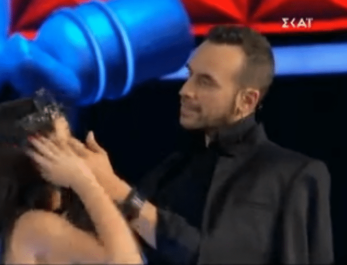 The Voice: Επική ατάκα από τον Μουζουράκη! «Θα μου σηκωθεί η τρίχα ή κάτι άλλο;»! (Βίντεο)