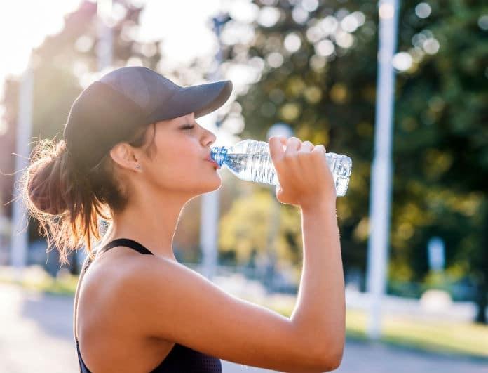 Γιατί πρέπει να πίνετε καθημερινά νερό με το που ξυπνήσετε!