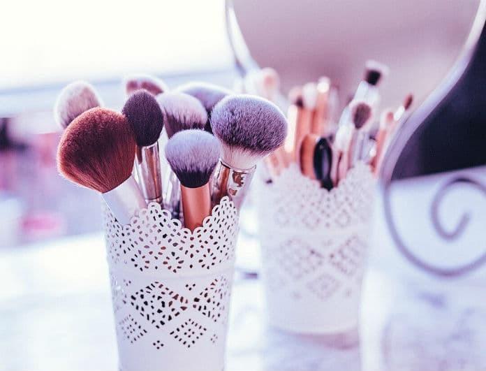 Το απόλυτο μυστικό που χρειάζεσαι για να έχεις πάντα καθαρά πινέλα μακιγιάζ!