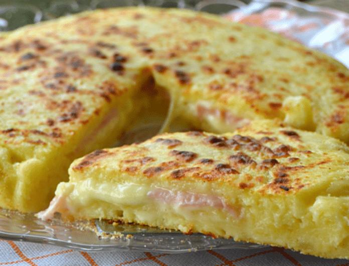Πίτσα στο τηγάνι με ζύμη πατάτας, ζαμπόν και τυρί! Γι'αυτούς που ξέρουν να τρώνε!
