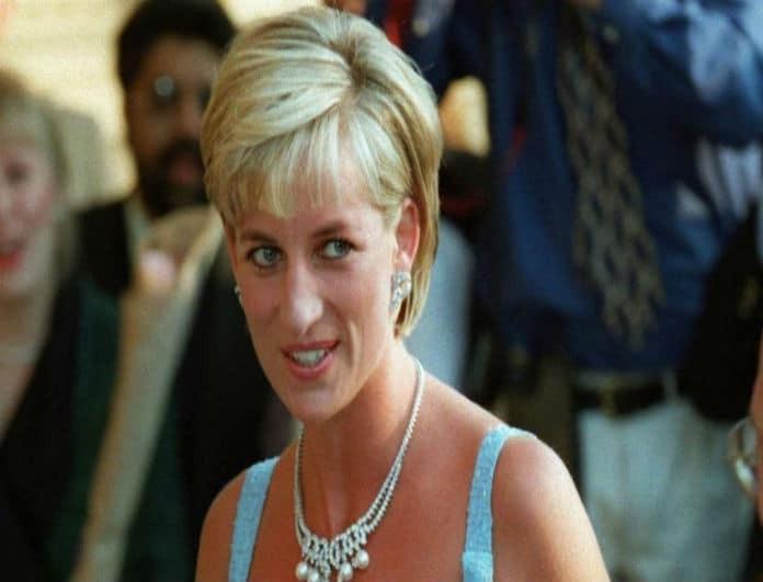 Κάν' το όπως η Πριγκίπισσα Νταϊάνα: Το απόλυτο αξεσουάρ μαλλιών που δεν πρέπει να λείπει από τη συλλογή σου!