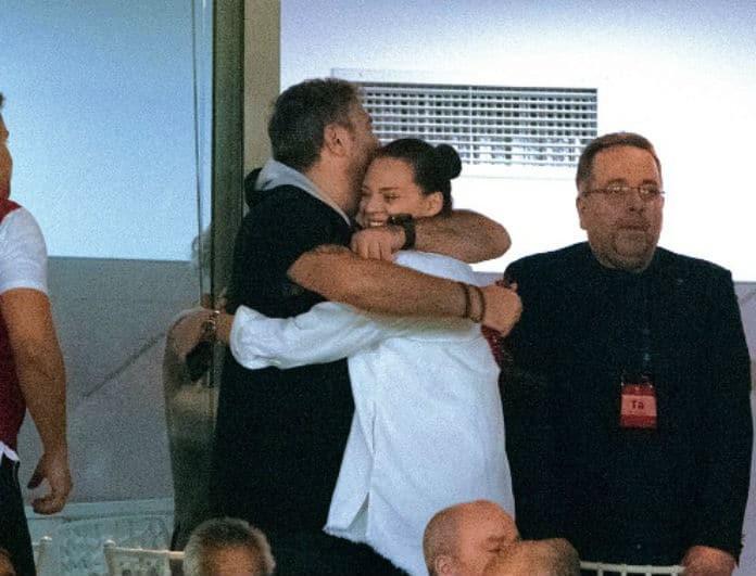 Αντώνης Ρέμος - Υβόννη Μπόσνιακ: Καυτά φιλιά και αγκαλιές στις σουίτες του γηπέδου! Τους κοιτούσαν όλοι...