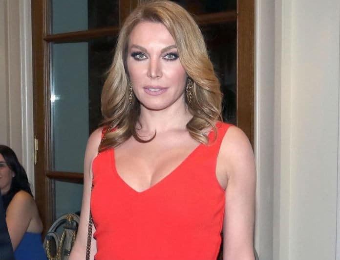 Τατιάνα Στεφανίδου: Έβαλε κόκκινη φούστα από δέρμα και την ταίριαξε με τις γόβες της! «Παραμιλούσαν» όλοι...