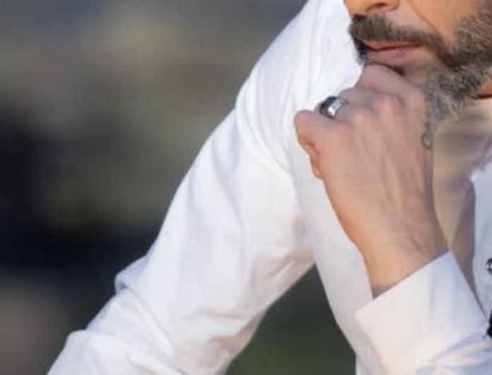 Γνωστός Έλληνας τραγουδιστής εξομολογείται: «Ο γιος μου έχει υποστεί bulling για...»!