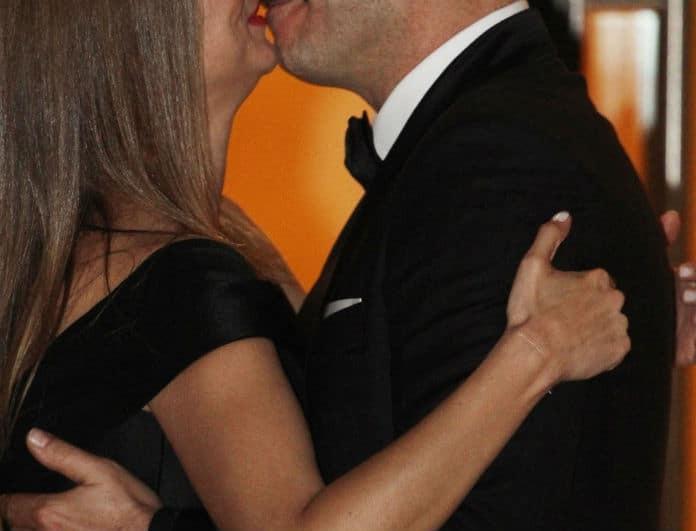 Αγαπημένο ζευγάρι της Ελληνικής showbiz δεν σταμάτησε τα τρυφερά φιλιά σε δημόσια εμφάνιση!