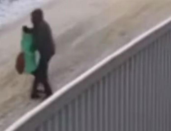 Βίντεο σοκ! Η στιγμή που παιδόφιλος αρπάζει το ανήλικο κοριτσάκι!