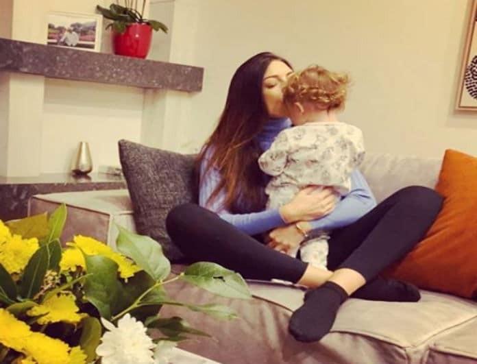 Φλορίντα Πετρουτσέλι: Φέρνει τα Χριστούγεννα σπίτι της και η κόρη της