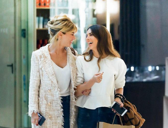 Σταματίνα Τσιμτσιλή: Σε εμπορικό με τις κολλητές της για ψώνια και... κους κους! Μάγεψαν με την εμφάνισή τους!