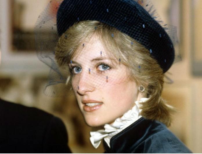 Πανικός στο Buckingham! Η συνταρακτική αποκάλυψη της Diana μετά το διαζύγιο! Όλοι κατηγόρησαν τον Κάρολο...